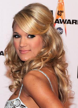 Carrie-Underwood-Half-up-Half-down