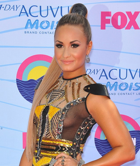 Red-Carpet-Hairstyles-Demi-Lovato