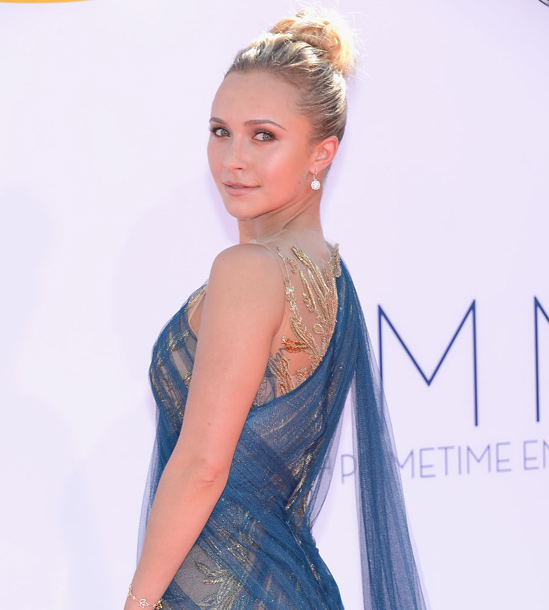 Red-Carpet-Hairstyles-for-the-Emmy-Awards-Bun