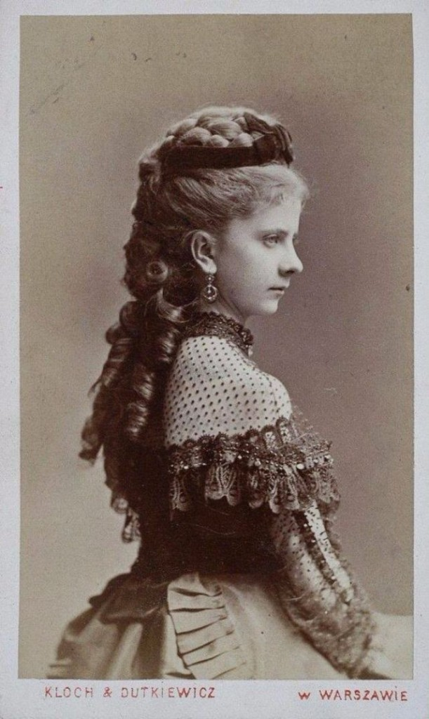 beautiful hair styles the history of hair extensions hair extensions 1800 | Victorian Women Hairstyles 23 611x1024