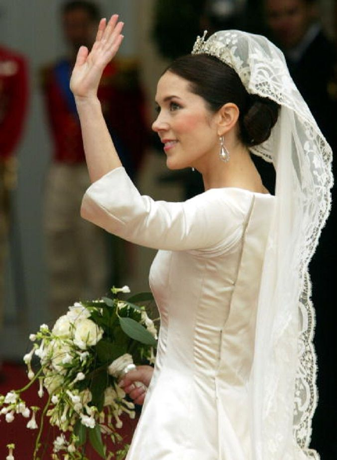 Bride-Hairstyles-milk-and-blush-blog-post-Mary-Crown-Princess-of-Denmark