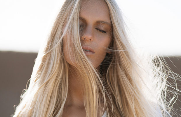 How-To-Tell-If-Your-Hair-Is-Healthy-milk-and-blush-blog