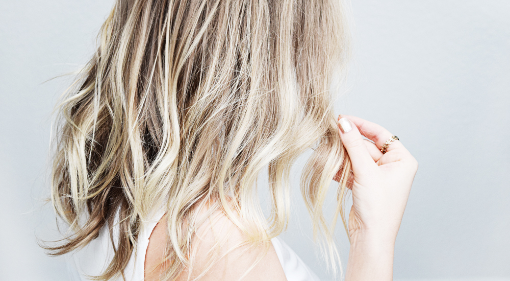 How-to-Tell-If-Your-Hair-Is-Healthy-milk-and-blush-hair-blog