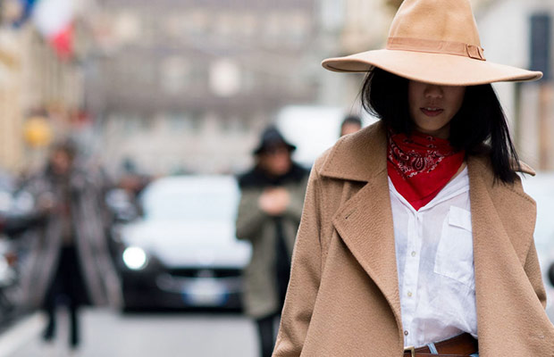 7-Hat-Hairstyles-To-Wear-This-Autumn-hair-extensions-milk-and-blush