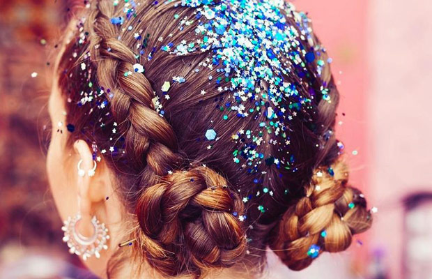 Halloween-Hacks--How-To-Remove-Glitter-From-Your-Hair-milk-and-blush