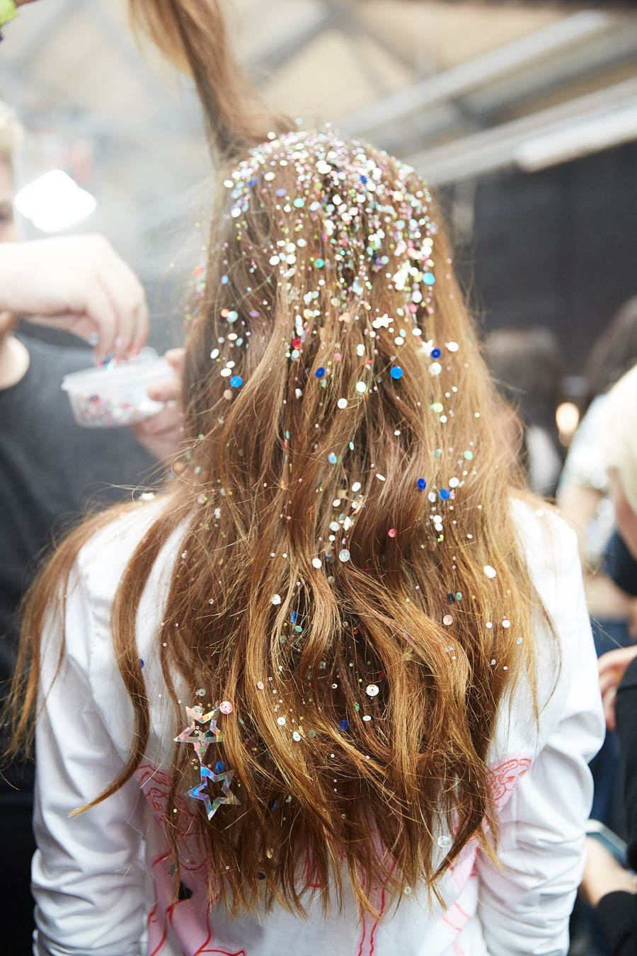 how-to-remove-glitter-from-your-hair