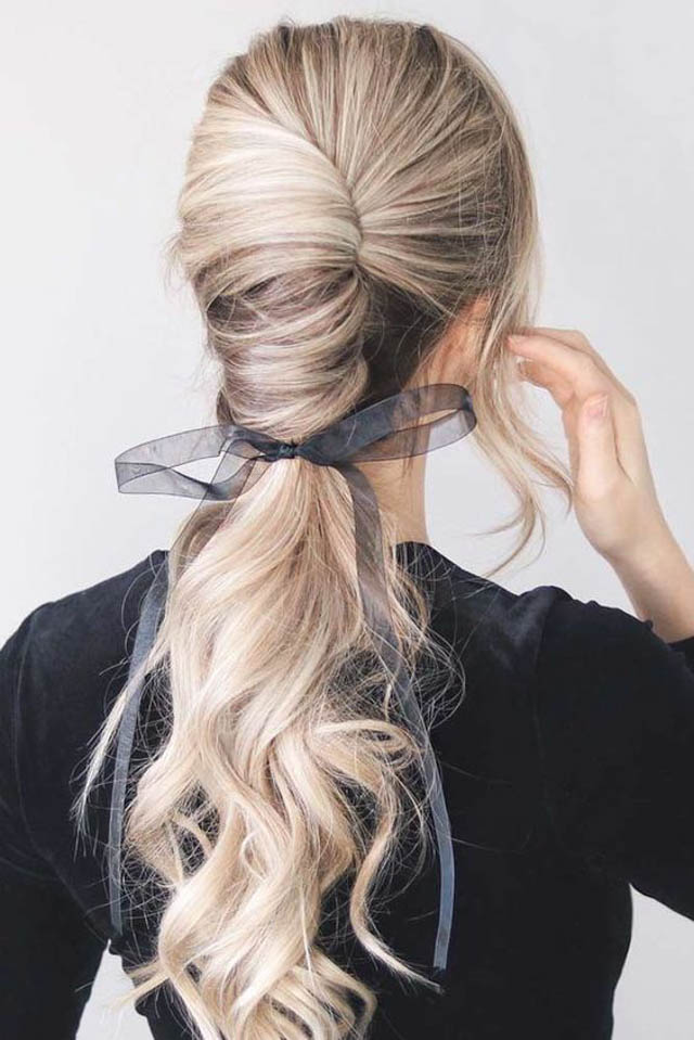 5-Quick-Christmas-Day-Hairstyles-milk-and-blush-hair-extensions-blog5-Quick-Christmas-Day-Hairstyles-milk-and-blush-hair-extensions-blog
