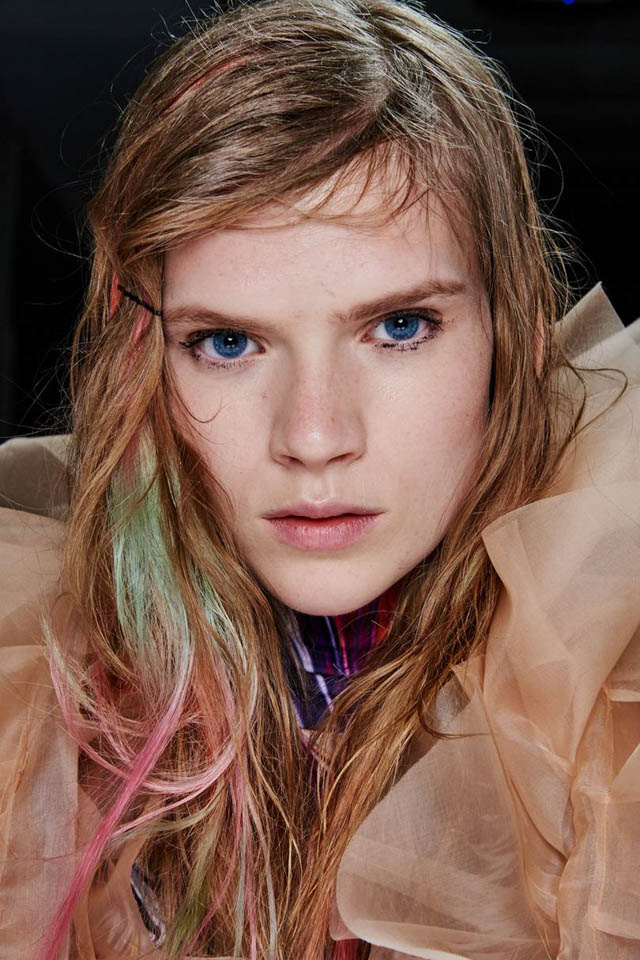 catwalk-hair-trends-london-aw19-milk-and-blush-hair-extensionscatwalk-hair-trends-london-aw19-milk-and-blush-hair-extensions