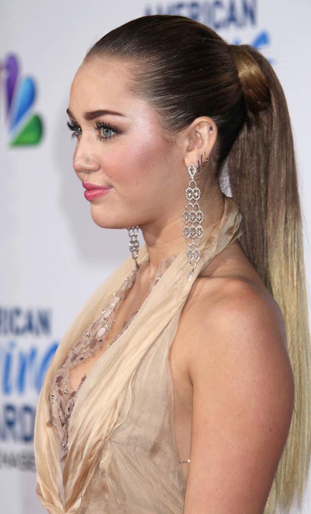 miley-cyrus-hair-history-milk-and-blush